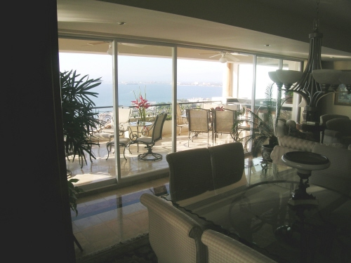 dining-room-overlooking-bay