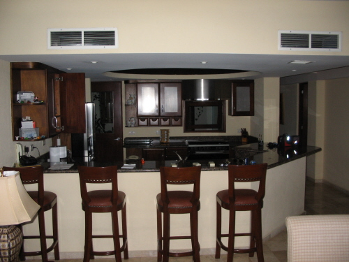 spacious-entertainment-kitchen
