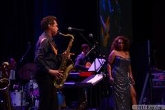benefit-2012-onstage-102